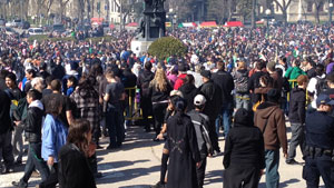 mi-mb-pot-leg-crowd